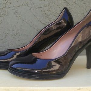 SALE!! Tahari black patent leather pumps